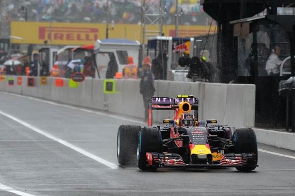 F1-2015-SUZUKA-DANIIL-KVYAT-Le-plus-rapide-vendredi-des-deux-sessions-des-essais-libres.