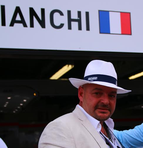 F1-MONACO-Philippe-BIANCHI-devant-le-stand-MARUSSIA-et-le-box-de-son-fils-Jules.