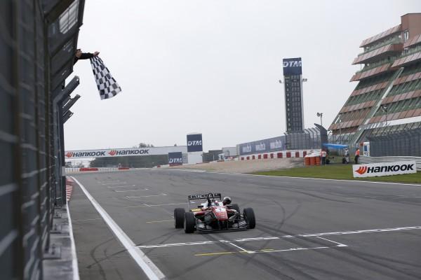 F3 2015 NURBURGRING FELIX ROSENQVIDT REMPORTE SA 3éme course du week end le 27 eeptrembre