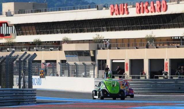 Funcup Le Castellet 2015 - La 179 dans la ligne droite des stands - Photo Daniel Noly.