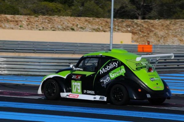 Funcup-Le-Castellet-2015-La-179-en-sortie-de-lépingle-du-Camp-Photo-Daniel-Noly