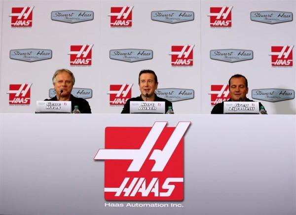 HAAS-RACING-avec-GENE-HAAS