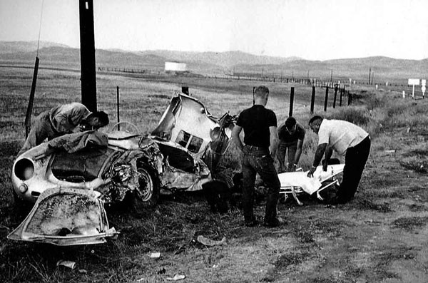JAMES-DEAN-sa-PORSCHE-apres-le-crash-de-LITTLE-BASTARD-sur-la-route-de-SALINAS-le-30-septembre-1955