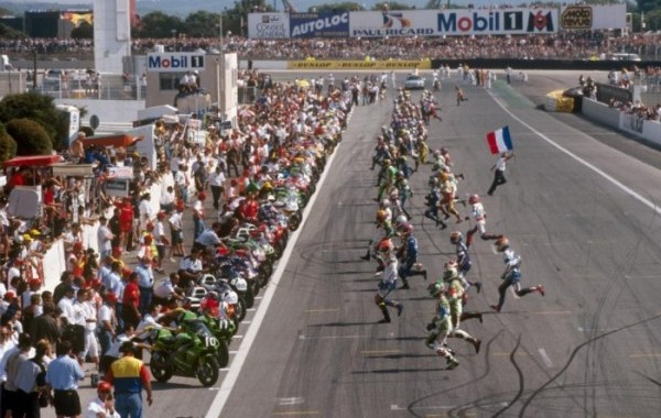 MOTO depart d un BOL D OR au circuit PAUL RICARD