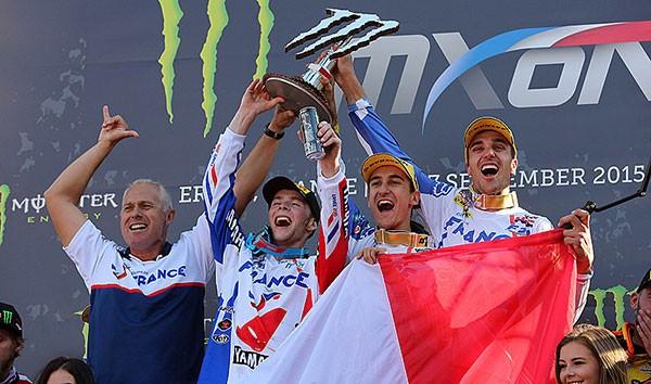 MOTOCROSS-DES-NATIONS-2015-A-ERNEE-Le-dimanche-27-SEPTEMBRE-equipe-de-FRANCE-sur-le-toit-du-monde