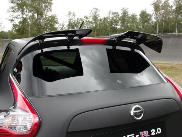 Nissan-Juke-R2.0-Les-curieux-deux-volets-arrière-contribuent-à-léquilibre-aérodynamique-du-Juke-R-Photo-Patrick-Martinoli.