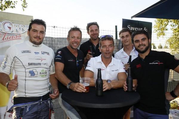 PORSCHE CUP 2015 -MAGNY COURS - SEBASTIIEN LOEB au milieu de ses pilotes de la CUP et du GT Tour