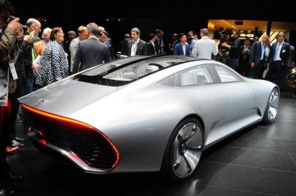 Salon-de-Francfort-2015-La-Mercedes-IAA-Concept-a-rentré-ses-apendices-aérodynamiques-Photo-Patrick-Martinoli.