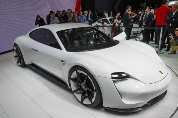 Salon-de-Francfort-2015-La-SURPRISE-de-lIAA-la-spendide-Porsche-Mission-e-Photo-Patrick-Martinoli