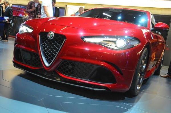 Salon-de-Francfort-2015-La-nouvelle-Alfa-Romeo-GUILIA-Quadrifoglio-vient-de-battre-le-record-du-tour-de-sa-catégorie-au-Nurburgring-Photo-Patrick-Martinoli