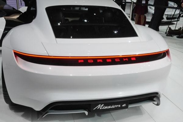 Salon-de-Francfort-2015-Porsche-Mission-e-un-arriere-qui-sublime-la-911-Photo-Patrick-Martinoli