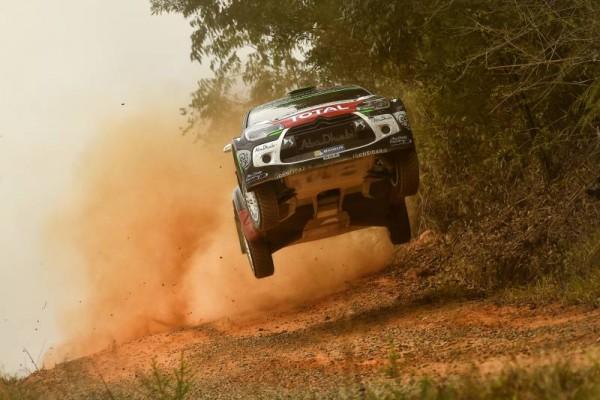 WRC-2015-AUSTRALIE-DS3-CITROEN-MEEKE-a-l-attque.