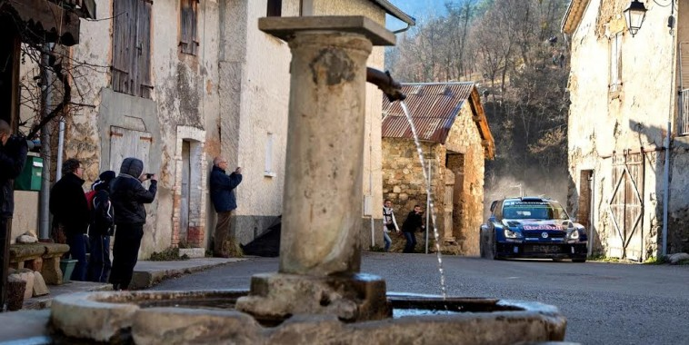 WRC-2015-CORSE-La-VW-POLO-WRC-de-Seb-OGIER-et-Julien-INGRASSIA