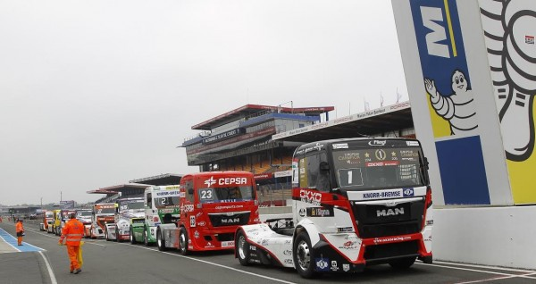 24 HEURES DU MANS CAMION 2015 - Champîonnat d EUROPE - La meute attend le feu vert pour debuter la session des qualifications -Photo THIERRY COULIBALY
