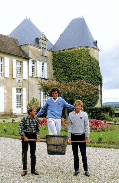 30 ANS 1er titre de CHAMPION du MONDE ALAIN PROST 6 Octobre 1985 - Devant CHATEAU YQUEM le 9 àctobre avec LAFFITE et JABOUILLE Photo Bernard BAKALIAN.