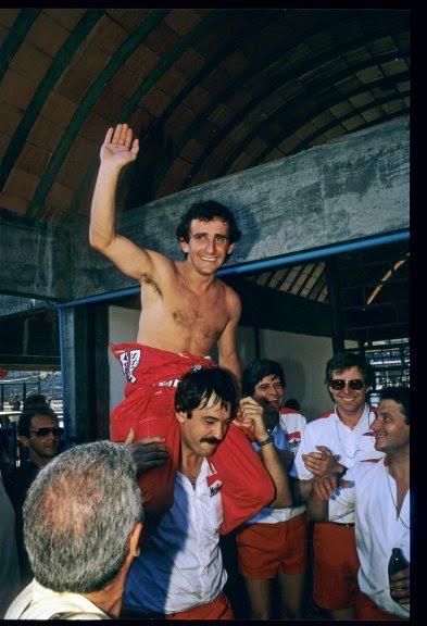 30-ANS-1er-titre-de-CHAMPION-du-MONDE-ALAIN-PROST-6-Octobre-1985-HEU-REUX-il-est-enfin-sacré-Photo-Bernard-BAKALIAN