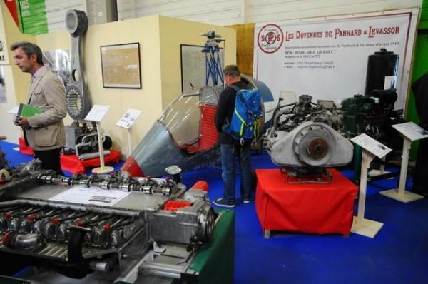 Automédon-2015-Le-génie-de-Panhard-dans-tous-les-moteurs-de-la-marque-exposés-Photo-Patrick-Martinoli