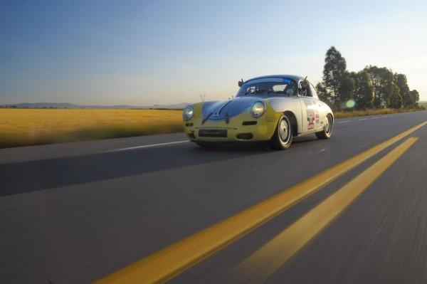 CARRERA-PANAMERICANA-2015-Nombreuses-magnifiques-voitures-a-départ-même-si-elles-ne-peuvent-disputer-la-victoire
