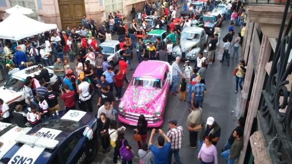 CARRERA-PANAMERICANA-2015-Partout-un-gros-succes-populaire-Photo-José-CAPARROS.