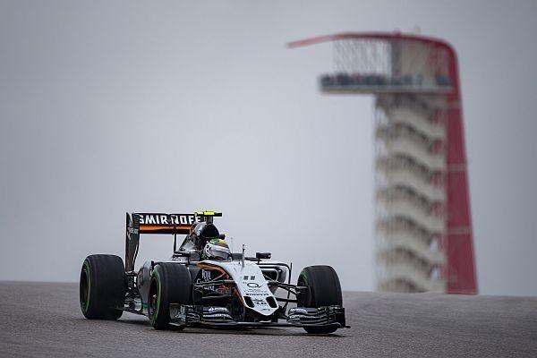 F1-2015-AUSTIN-La-FORCE-INDIA-MERCEDES-sous-des-trombes-d-eau-lors-des-essais-libres-samedi.