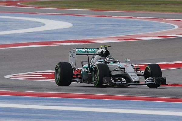 F1 2015 AUSTIN La MERCEDES de NICO ROSBERG le samedi 24 Octobre sous la pluie lors de la 3éme seance des essais libres