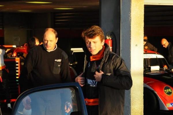 Funcup-Lédenon-2015-Jean-Seb-ne-manque-pas-de-donner-de-bons-conseils-a-son-jeune-pilote-Maxime-Robin-Photo-Daniel-Noly