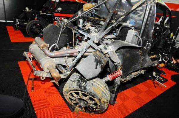 Funcup-Nogaro-2015-Les quatre roues ont été arrachées ou tordues dans l'accident-Photo-Daniel-Noly.