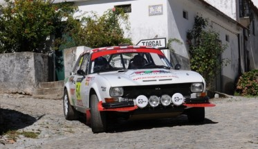 RALLYE-PORTUGAL-HISTORIQUE-Octobre-2015-la-PEIGEOT-COUPE-504-du-Team-FYL-Photo-Yves-GALLET