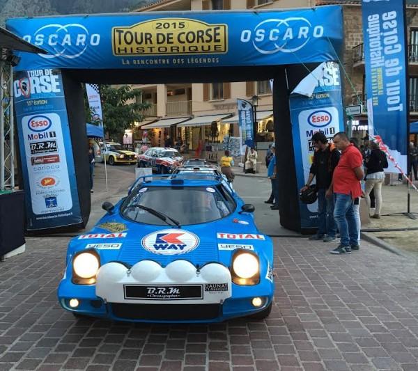 TOUR-DE-CORSE-HISTORIQUE-2015-La-LANCIA-STRATOS-de-Frédéric-DAUNAT-Thibaut-de-WAZIERES-Photo-AUTONEWSINFO