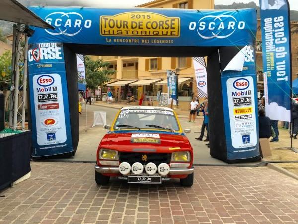 TOUR-DE-CORSE-HISTORIQUE-2015-La-PEUGEOT-505-de-SERGE-ZELE-et-ISABELLE-CLAUSAZ-Photo-AUTONEWSINFO