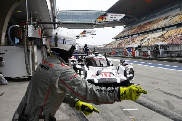 WEC 2015 SHANGHAI - Porsche 919 Hybrid de Timo Bernhard Brendon Hartley et Mark Webber
