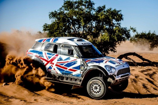 DAKAR-2016-TEAM-X-RAID-MINI-de-HUNT