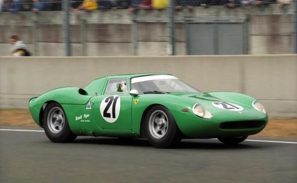 David-PIPER-au-volant-de-la-voiture-quil-a-le-plus-piloté-la-Ferrari-250-LM-©-Manfred-GIET.