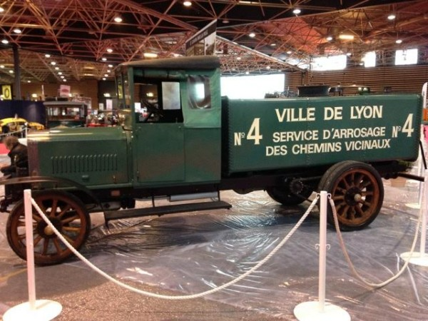 EPOQ-AUTO-LYON-Le-stand-de-la-FONDATION-BERLIET-Photo-Alex-PIERQUET.
