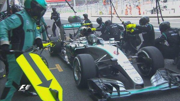 F1-2015-MEXICO-Nico-Rosberg-devance-VETTEL-a-1-tour-et-son-equipier-HAMILTON-second-a-2-8.