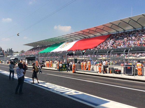 F1-2015-MEXICO-Immense-succes-populaire-pour-le-grand-retour-de-la-Formule-1-au-MEXIQUE