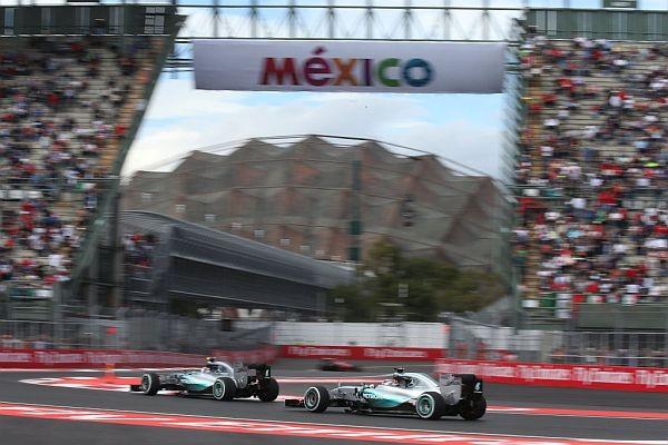 F1-2015-MEXICO-NICO-ROSBERG-et-LEWIS-HAMILTON-offrent-un-10éme-doublé-a-MERCEDES-cette-saison