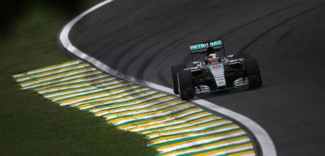 F1 2015 SAO PAULO - LEWIS HAMILTON et sa MERCEDES -