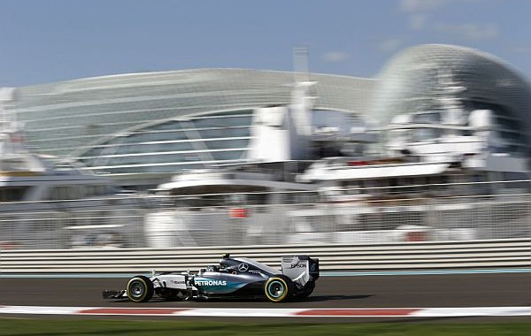 F1-2015-YAS-MARINA-ABOU-DHABI-La-MERCEDES-DE-NICO-ROSBERG