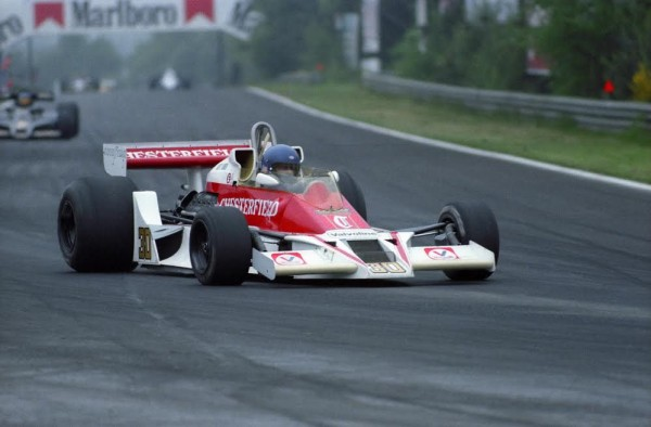 F1-BRETT-LUNGER-et-la-McLAREN-M26-au-GP-de-BELGIQUE-en-1978-Photo-PUBLIRACING
