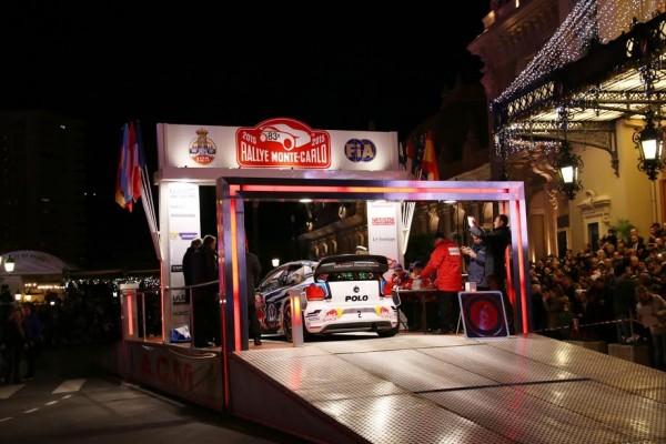 MONTE CARLO 2015 - Depart de MONACO le jeudi 22 janvier La VW POLO WRC de Seb OGIER et Julien INGRASSIA sur le podium depart - Photo Jean Francois THIRY.