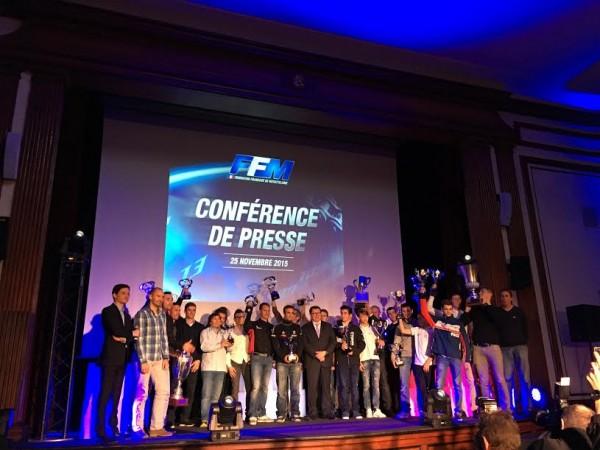 MOTO 2015 REMISE DES PRIX FFM -Le PRESIDENT JACQUES BOLLE avec Les CHAMPIONS DU MONDE