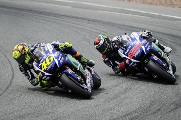 MOTO-GP-2015-JORGE-LORENZO-et-VALENTINO-ROSSI.