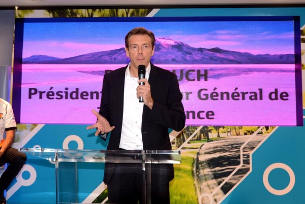 PRESENTATION DU TOYOTA FRANCE HILUX RALLYE RAID DE RONAN CHABOT par RUCH President de TOYOTA FRANCE.