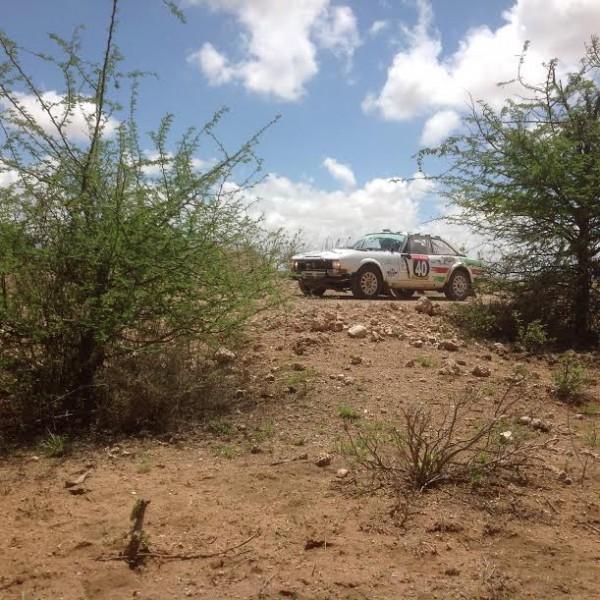 SAFARI-KENYA-2015-Le-COUPE-504-equipe-FYL-de-LETHIER-DEBRON