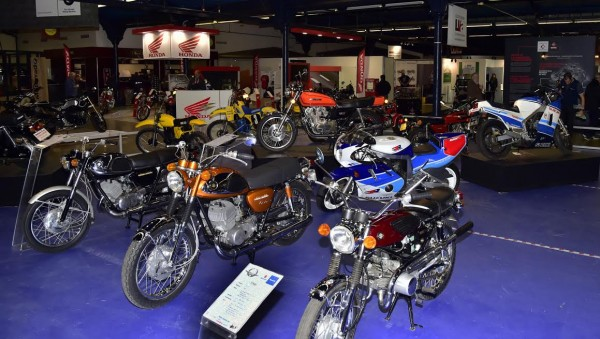 SALON-MOTO-LEGENDE-2015-Exposition-SUZUKI-Photo-Max-MALKA