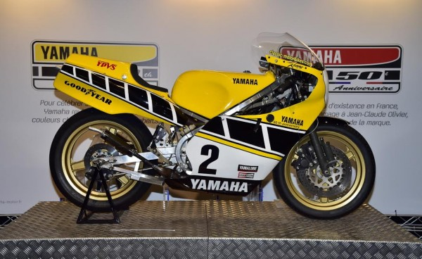 SALON-MOTO-LEGENDE-2015-La-YAMAHA-TZ-750-de-1977-de-Kenny-ROBERTS-Photo-Max-MALKA.