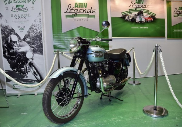 SALON-MOTO-LEGENDE-2015-Stand-AMV-Assurances-Classic-TRIUMPH-BONNEVILLE-Photo-Max-MALKA