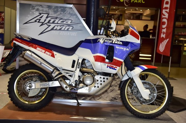 SALON-MOTO-LEGENDE-2015-Stand-HONDA-AFRICA-TWIN-XTV-650-du-PARIS-DAKAR-de-1998-Photo-Max-MALKA