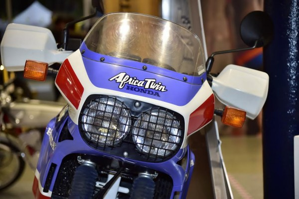 SALON-MOTO-LEGENDE-2015-Stand-HONDA-AFRICA-TWIN-de-1988-Photo-Max-MALKA